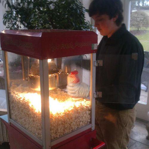 Popcorn Machine 8oz on Cart with Operator & All Corn